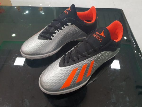 Giày đá bóng sân mini