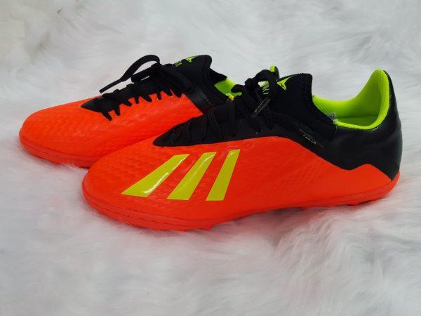 Giày bóng đá chính hãng giá rẻ