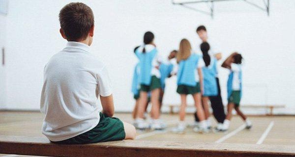 Trẻ tự thu mình không giao tiếp vận động